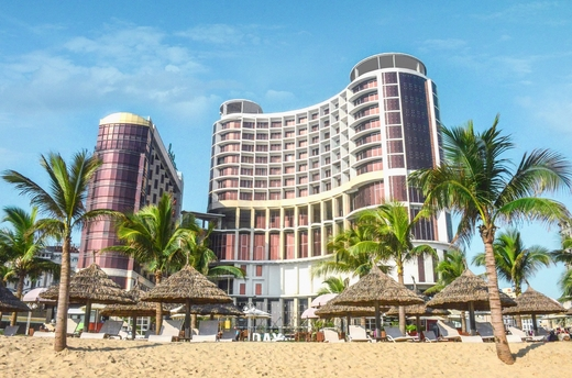 holiday beach danang hotel
